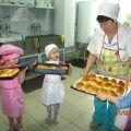 Пироги на противне готовы к выпечке